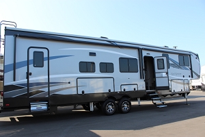 2019 Heartland Gateway 3810RLB Fifth Wheel