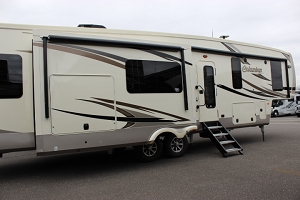 2019 PALOMINO COLUMBUS 366RL FIFTH WHEEL