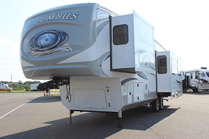 2020 PALOMINO COLUMBUS 328RL 5TH WHEEL
